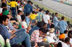 Competência de observação do caminhão da multidão indiana Fotos de Stock Royalty Free