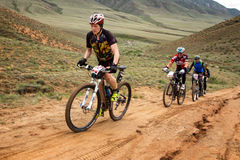 Competencia a campo través de la bici de montaña de la aventura Fotografía de archivo