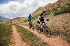Competencia a campo través de la bici de montaña de la aventura Fotos de archivo