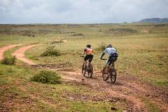 Competencia a campo través de la bici de montaña de la aventura Imágenes de archivo libres de regalías
