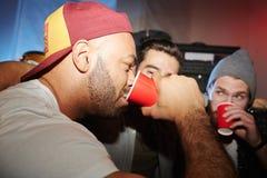 Competencia de consumición en el partido en club foto de archivo