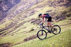 Competencia de la bici de montaña de la aventura Imagenes de archivo