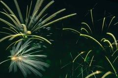 Competencia de los fuegos artificiales Los dispositivos de pirotécnica explosivos para estético y el entretenimiento purposes, ar Imagen de archivo libre de regalías