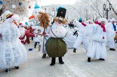 Competencia del Año Nuevo de muñecos de nieve. Imagen de archivo