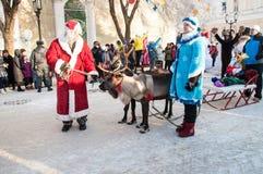 Competencia del Año Nuevo de muñecos de nieve… Imagenes de archivo