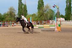 Competencia del montar a caballo Imagenes de archivo