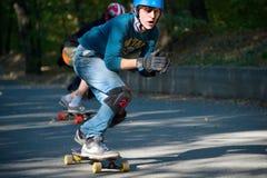 Competencia en declive de Longboard Fotos de archivo libres de regalías
