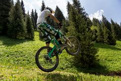 Competencia extrema de la bici de montaña Foto de archivo