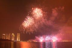 Competencia internacional 2013 de los fuegos artificiales de Putrajaya Fotografía de archivo