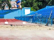 Competencias del atletismo en salto de longitud Imagenes de archivo