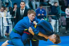 Competencias del judo entre los muchachos, Orenburg, Rusia Foto de archivo