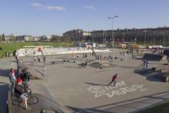 Competencias del voleibol y de la bicicleta Imagenes de archivo