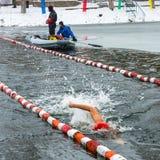 Competencias en el invierno que nada el 4 de noviembre de 2016 en la ciudad o Imagen de archivo libre de regalías