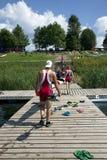 Competencias que se divierten en los kajaks y la canoa Foto de archivo libre de regalías