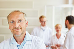 Competent senior doctor Royalty Free Stock Images
