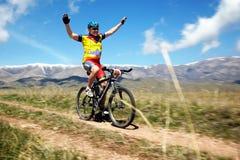 Competição da bicicleta de montanha da aventura Foto de Stock