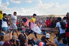 Competição de Gabriel Medina Pro Surfer fotos de stock