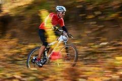 Competição do buke da montanha Foto de Stock Royalty Free