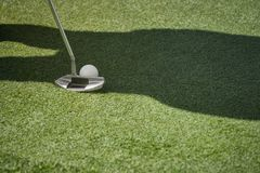 Competição do golfe do clube que joga o jogo engraçado do esporte Fotografia de Stock
