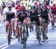 Competição do profissional da raça da bicicleta imagens de stock royalty free