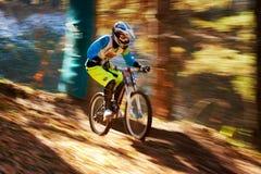 Competição extrema do buke da montanha Foto de Stock Royalty Free