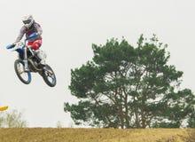Competição extrema do motocross do esporte Fotografia de Stock Royalty Free