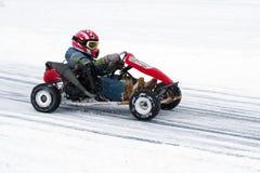 Competição karting do inverno no gelo Fotografia de Stock Royalty Free