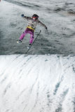 Competição Nocturnal do salto de esqui fotografia de stock royalty free