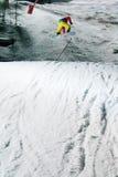 Competição Nocturnal do salto do Snowboard imagens de stock