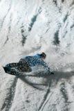 Competição Nocturnal do salto do Snowboard foto de stock royalty free