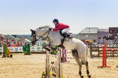 Competições de salto do cavalo internacional, Rússia, Ekaterinburg, 28 07 2018 Fotos de Stock