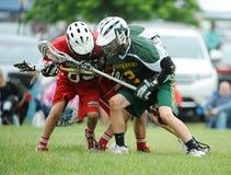Competiam da lacrosse dos meninos Fotografia de Stock Royalty Free