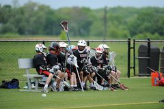 Competiam da lacrosse dos meninos da juventude Fotografia de Stock Royalty Free