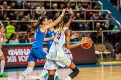 Competiam do basquetebol das meninas, Foto de Stock Royalty Free
