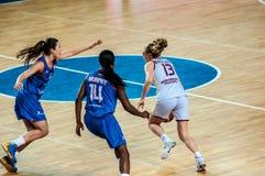Competiam do basquetebol das meninas; Fotos de Stock