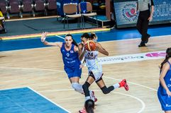Competiam do basquetebol das meninas; Fotografia de Stock