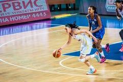 Competiam do basquetebol das meninas; Imagens de Stock