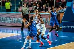 Competiam do basquetebol das meninas; Foto de Stock Royalty Free