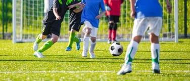 Competiam do futebol para crianças Fotografia de Stock Royalty Free
