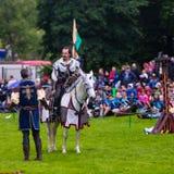 Competiam jousting medieval anual no palácio de Linlithgow, Escócia imagem de stock royalty free