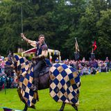 Competiam jousting medieval anual no palácio de Linlithgow, Scotla imagem de stock