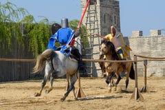 Competiam medieval dos cavaleiros da Transilvânia em Romênia foto de stock