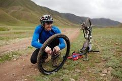 Competición de la bici de montaña de la aventura Foto de archivo libre de regalías