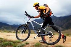 Competición de la bici de montaña de la aventura Fotografía de archivo libre de regalías