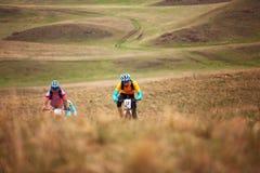 Competición de la bici de montaña de la aventura del resorte Foto de archivo libre de regalías