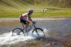 Competición de la bilis de la montaña de la aventura Foto de archivo libre de regalías