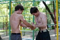 Competición de los músculos de la fuerza Fotos de archivo