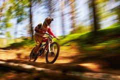 Competición extrema de la bici de montaña Fotografía de archivo libre de regalías