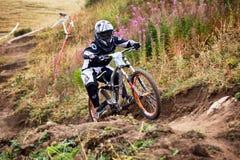 Competición extrema de la bici de montaña Imagen de archivo libre de regalías