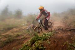 Competición extrema de la bici de montaña Foto de archivo